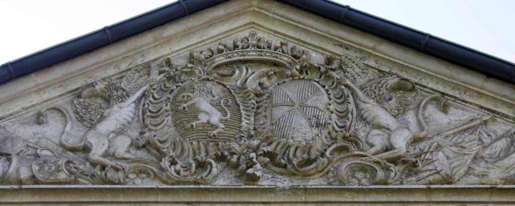 Fronton du château de Dolomieu