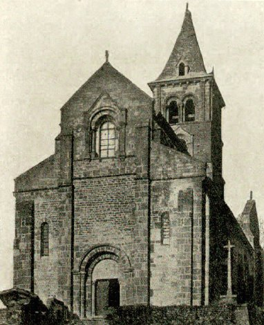 Façade et clocher de l'église de Châteauneuf en Brionnais