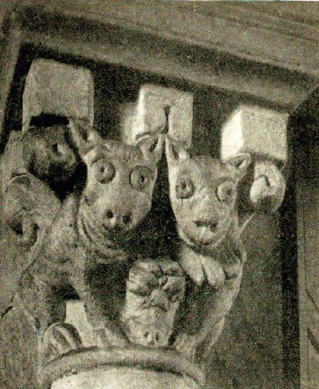 Chapiteau de la nef de l'église de Varenne-l'Arconce