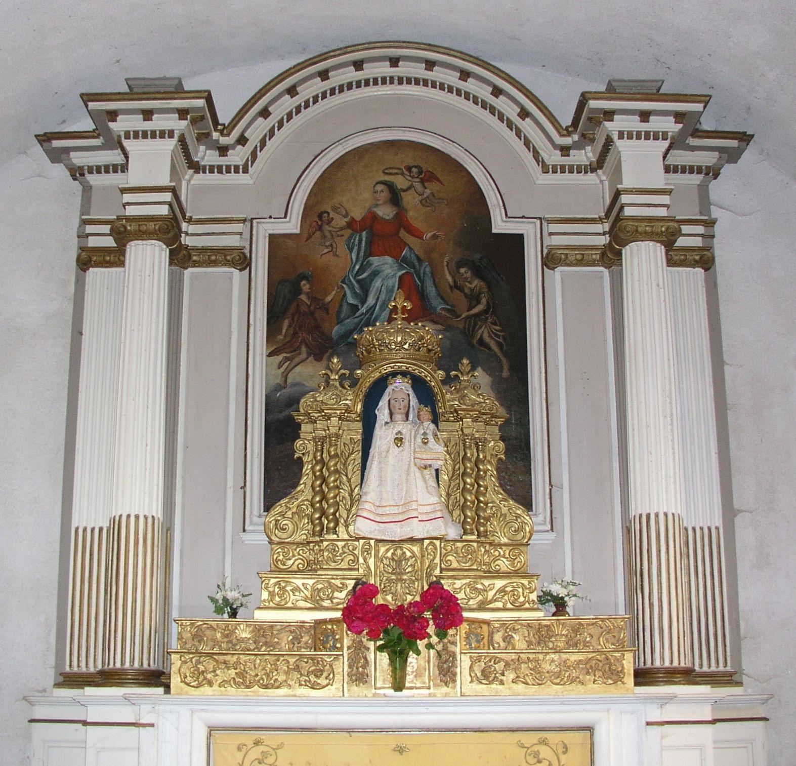 Autel de la chapelle de Sancenay et la Vierge à l'enfant