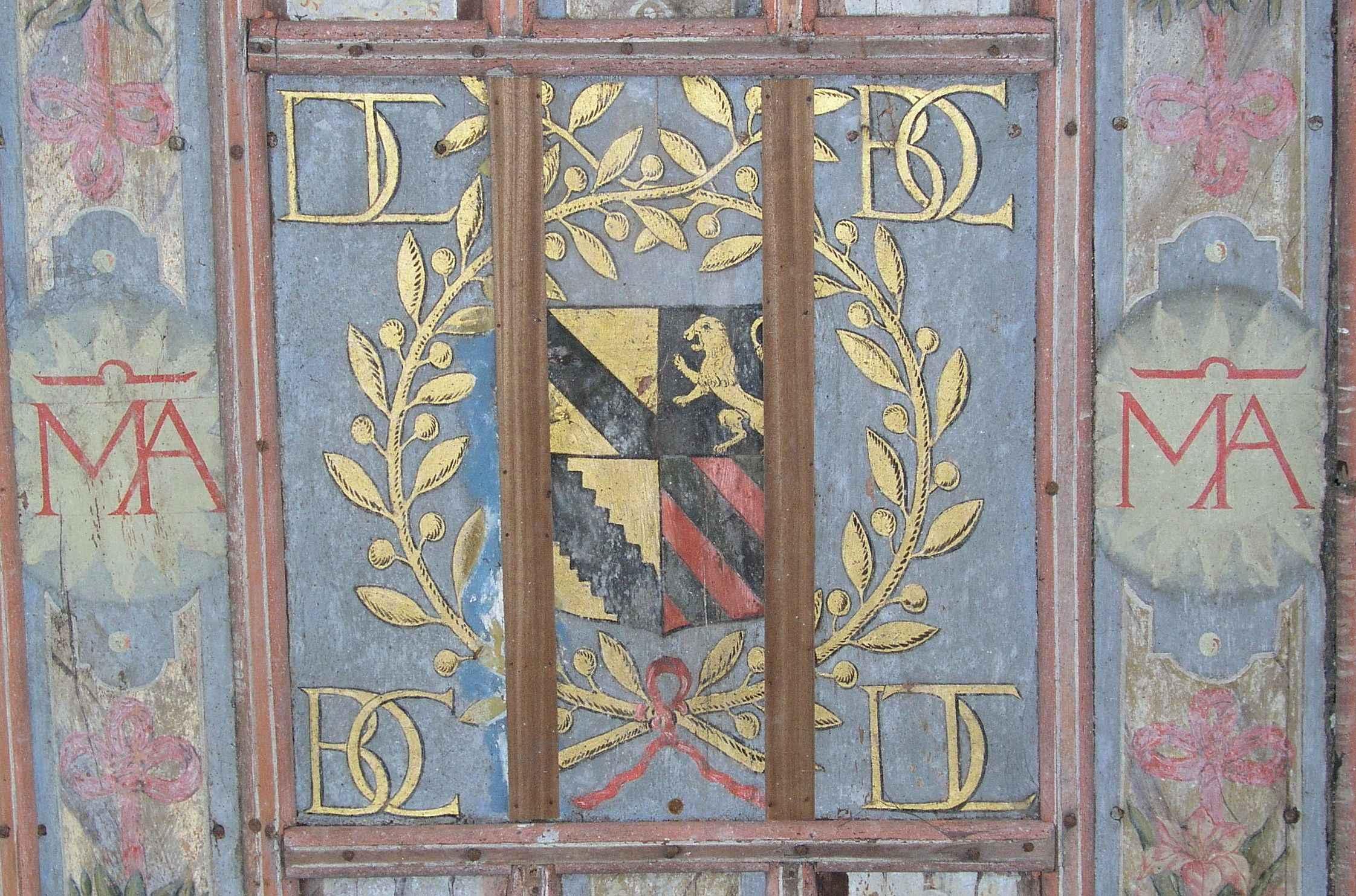 Motif central du plafond de la chapelle de Sancenay à Oyé